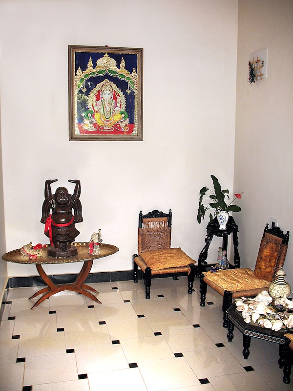 Ethnic indian home kaveri chinnappa 39 s coorg inspired home for Small home decor items