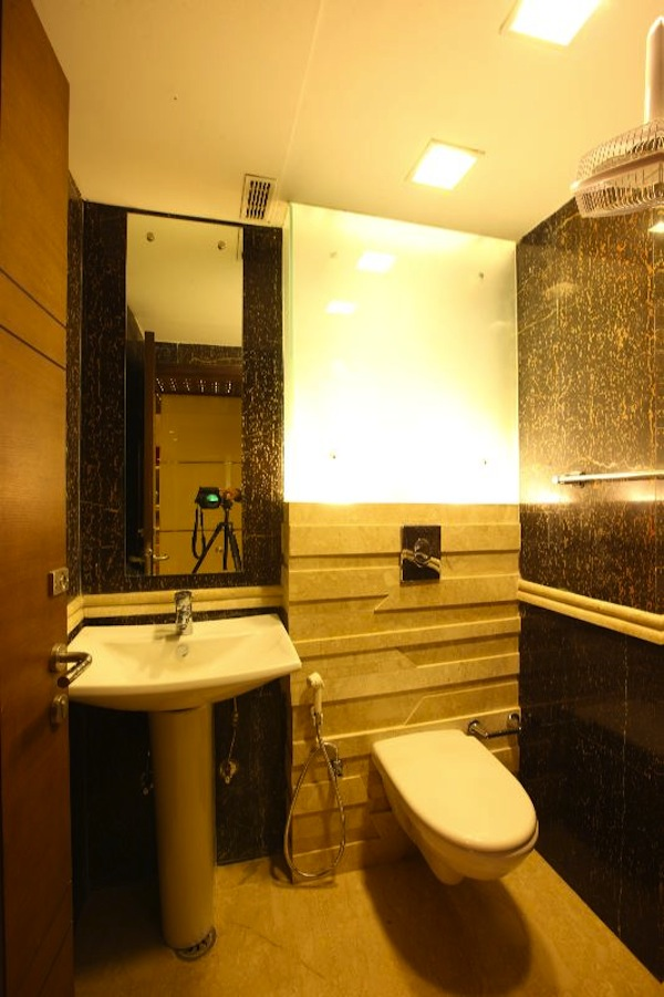 Spaces architects aralias gurgaon interior design delhi for Bathroom interior designers in delhi