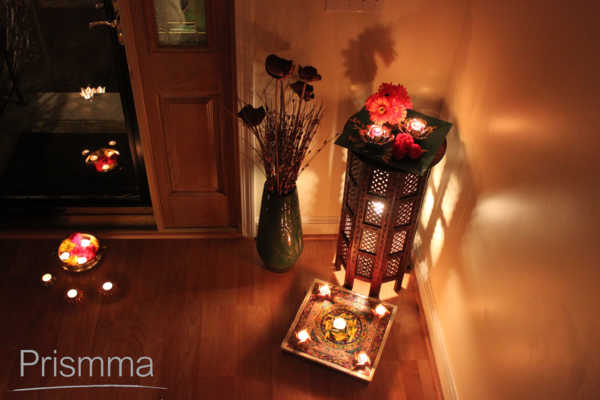 Diwali d cor decorating tips for the entrance to your for Room decoration ideas in diwali