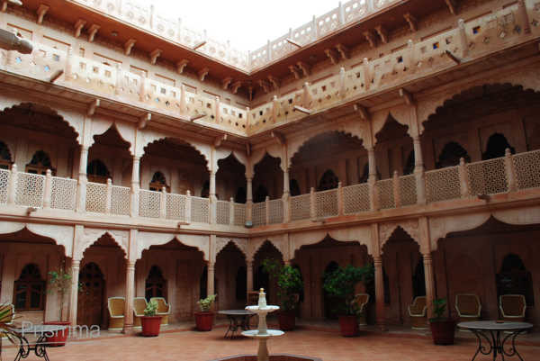 Courtyard concept in indian architecture interior design for Free architecture design for home in india